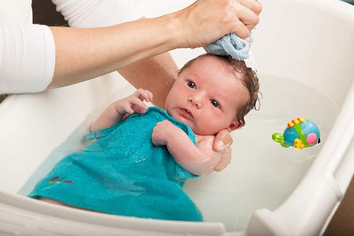Попадание жидкости в ухо новорожденному