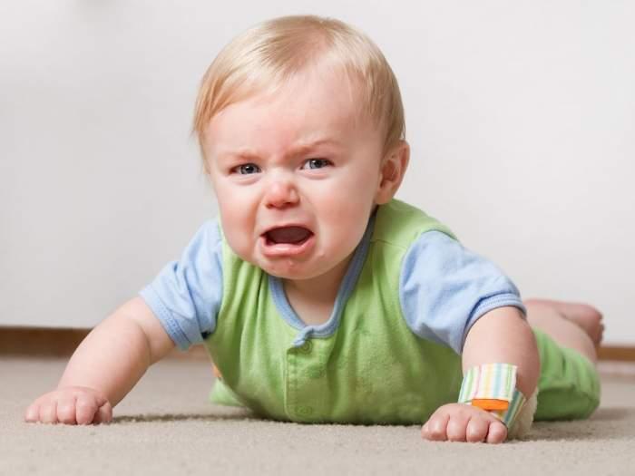 ребенок 1 год капризничает